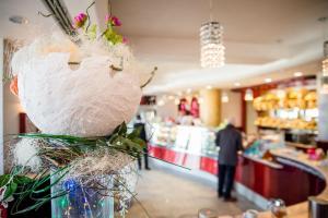 idee-regalo-pasqua-uova-cioccolata-pasticceria-frignani-ferrara-066